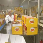 Michael Hennrich zu Besuch bei der Dettinger Firma Rübezahl Schokoladen